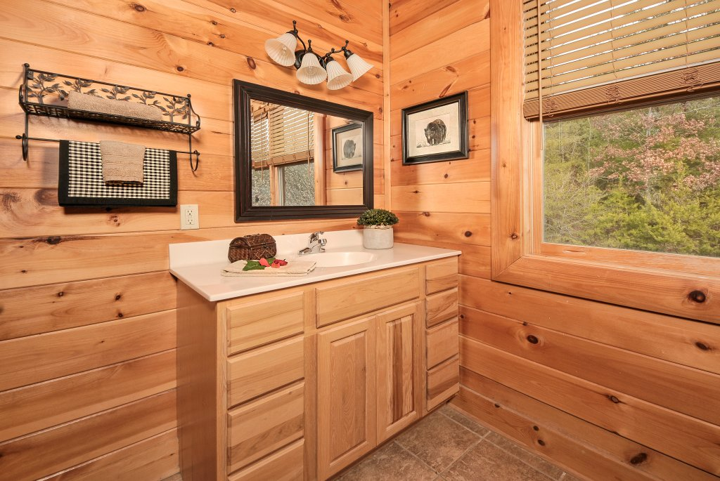 Photo of a Pigeon Forge Cabin named Almost Heaven - This is the thirty-ninth photo in the set.