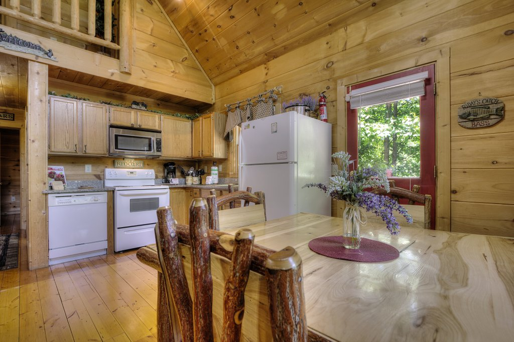 Photo of a Gatlinburg Cabin named A Secluded Bearadise #247 - This is the twenty-fourth photo in the set.