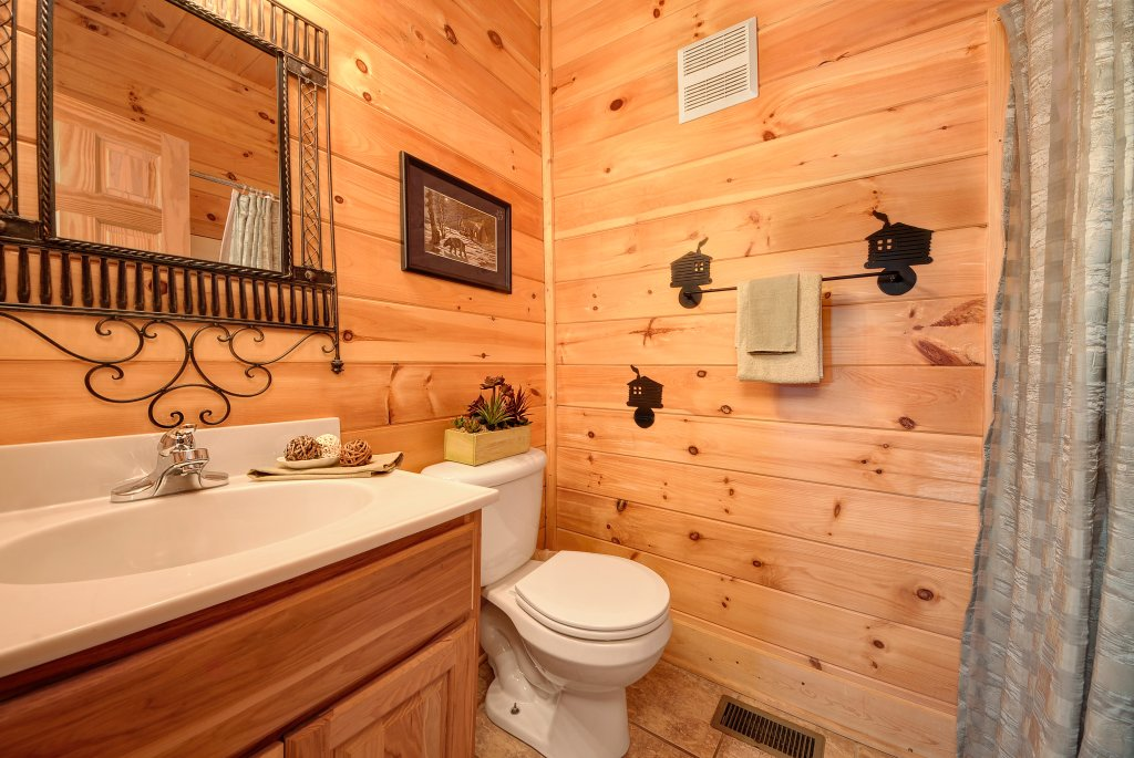 Photo of a Pigeon Forge Cabin named Almost Heaven - This is the forty-third photo in the set.