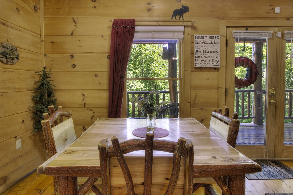 Photo of a Gatlinburg Cabin named A Secluded Bearadise #247 - This is the twenty-eighth photo in the set.