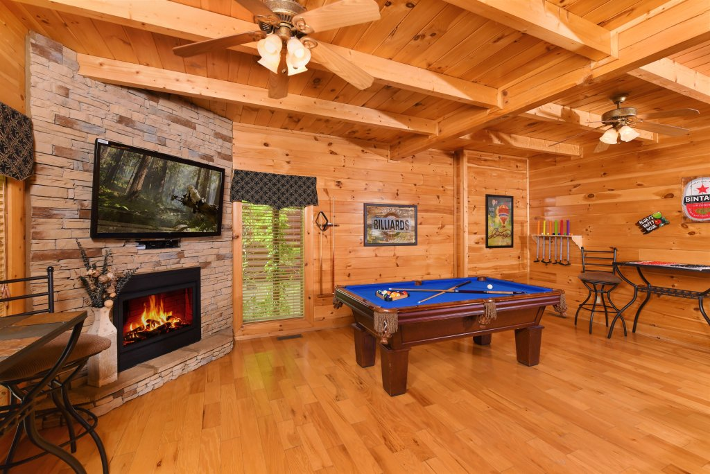 Photo of a Pigeon Forge Cabin named Almost Heaven - This is the twenty-seventh photo in the set.