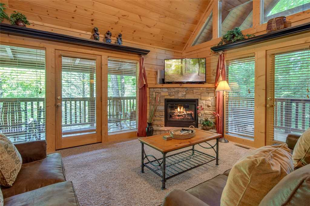 Photo of a Gatlinburg Cabin named Papa Bear's Den - This is the first photo in the set.