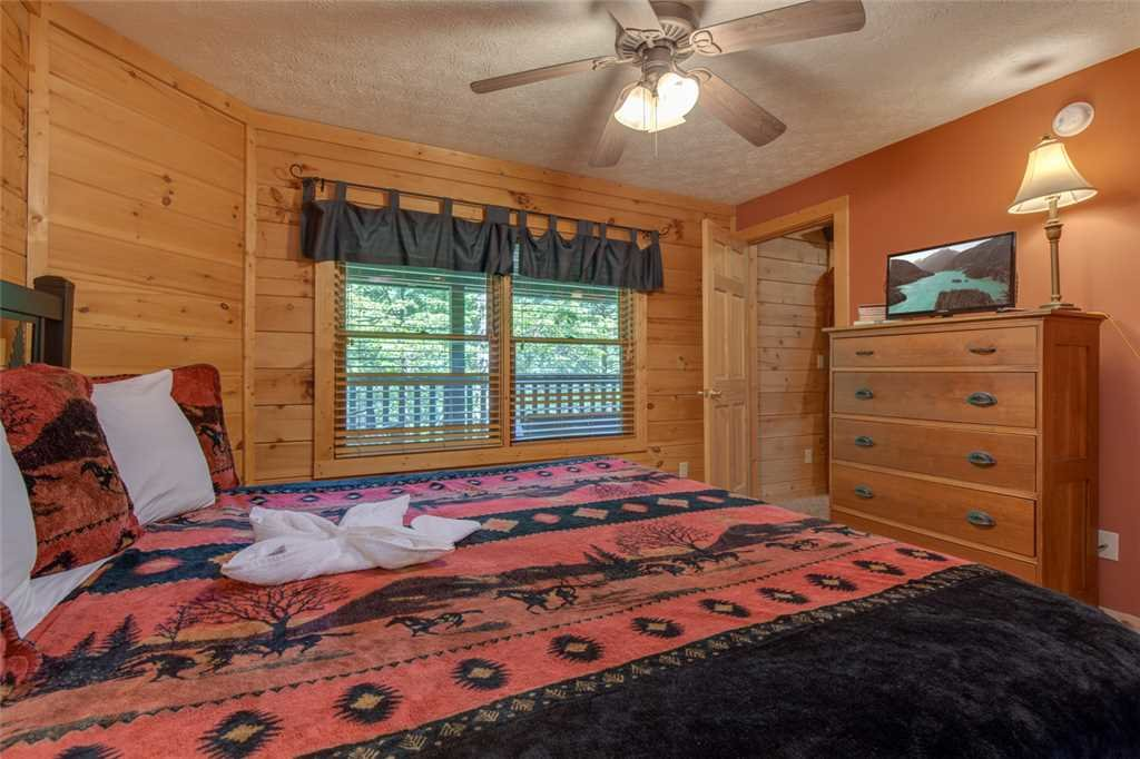 Photo of a Gatlinburg Cabin named Papa Bear's Den - This is the tenth photo in the set.