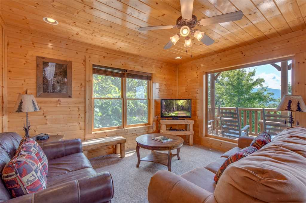 Photo of a Pigeon Forge Cabin named Bella Vista - This is the fourteenth photo in the set.