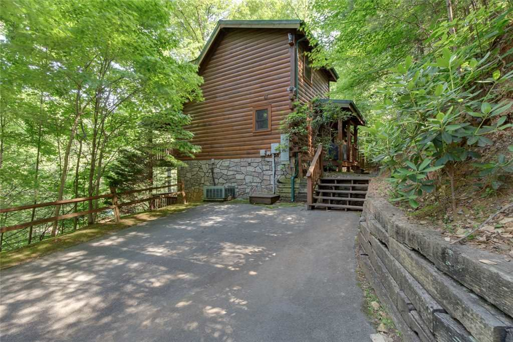Photo of a Gatlinburg Cabin named Papa Bear's Den - This is the twentieth photo in the set.
