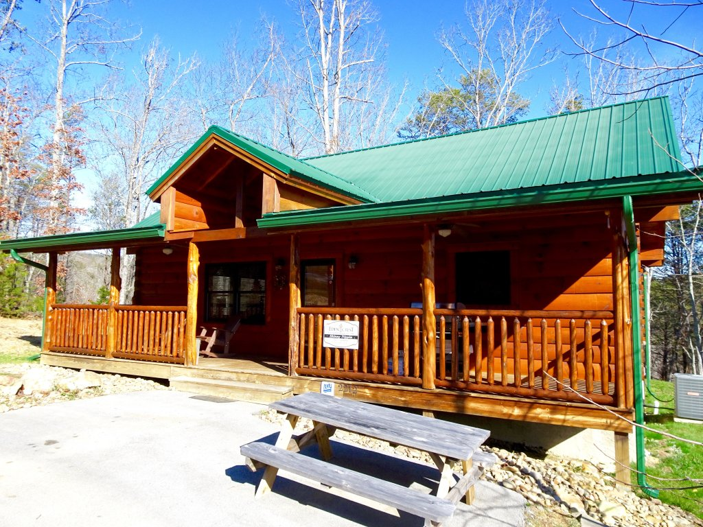 Photo of a Sevierville Cabin named Skinny Dippin - This is the third photo in the set.
