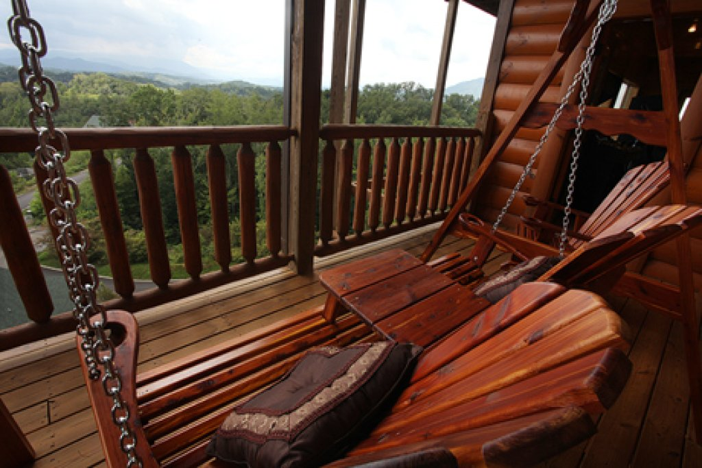 Photo of a Sevierville Cabin named Serenity Mountain Pool Lodge - This is the twelfth photo in the set.