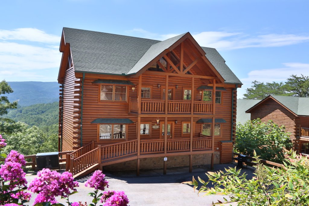 Photo of a Pigeon Forge Cabin named Paradise Mountain Pool Lodge - This is the second photo in the set.