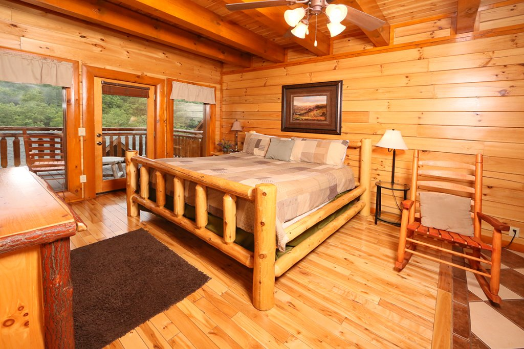 Photo of a Pigeon Forge Cabin named Mountain Movie Inn - This is the twenty-fourth photo in the set.