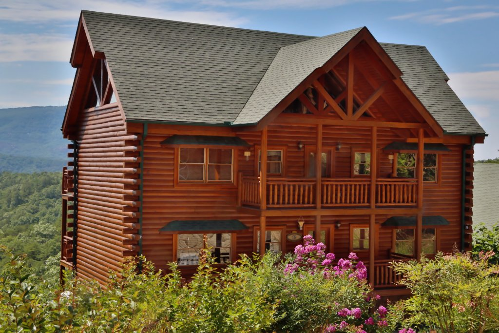 Photo of a Pigeon Forge Cabin named Paradise Mountain Pool Lodge - This is the eighth photo in the set.