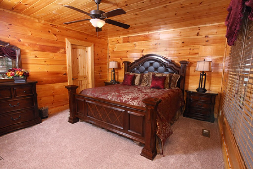Photo of a Sevierville Cabin named Serenity Mountain Pool Lodge - This is the forty-first photo in the set.