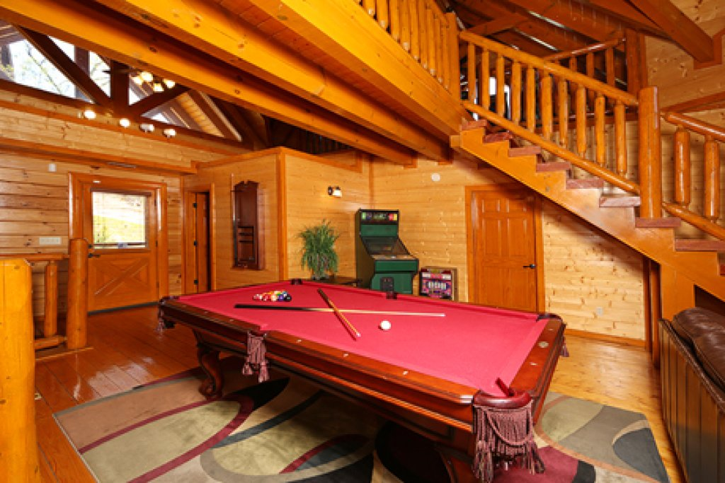 Photo of a Pigeon Forge Cabin named Paradise Mountain Pool Lodge - This is the eleventh photo in the set.