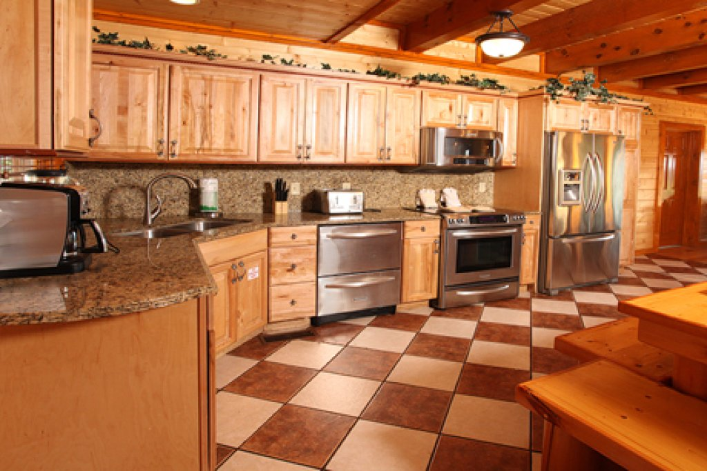 Photo of a Pigeon Forge Cabin named Paradise Mountain Pool Lodge - This is the sixteenth photo in the set.
