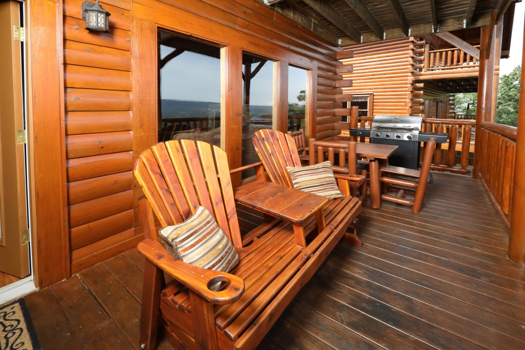 Photo of a Pigeon Forge Cabin named Majestic Mountain Pool Lodge - This is the sixth photo in the set.