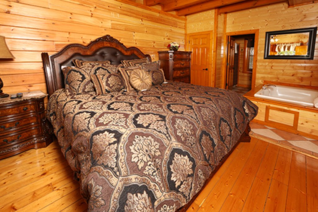 Photo of a Pigeon Forge Cabin named Paradise Mountain Pool Lodge - This is the nineteenth photo in the set.