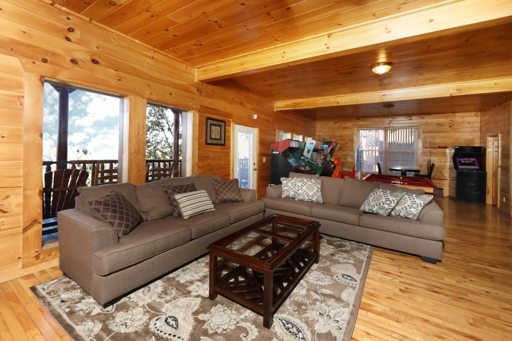 Photo of a Pigeon Forge Cabin named Majestic Mountain Pool Lodge - This is the twenty-first photo in the set.