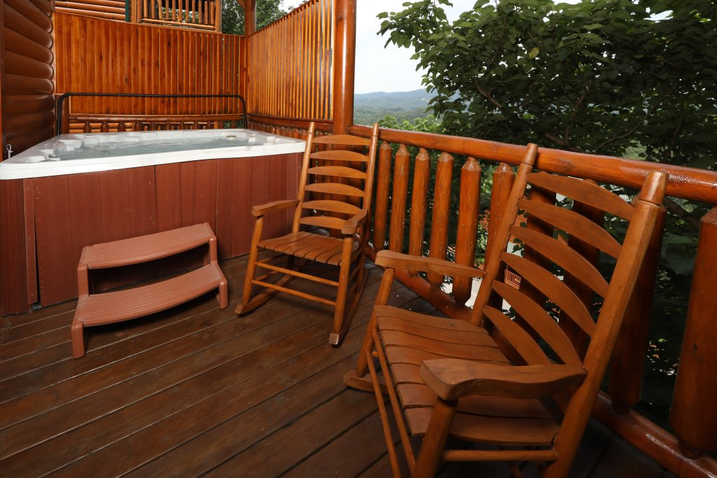 Photo of a Pigeon Forge Cabin named Majestic Mountain Pool Lodge - This is the fifteenth photo in the set.