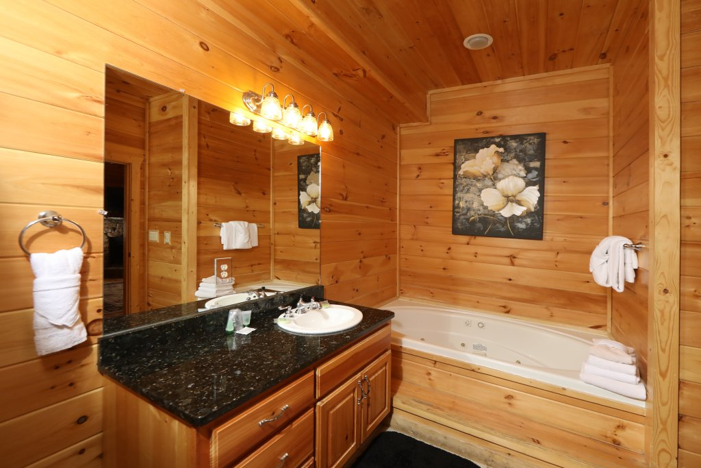 Photo of a Pigeon Forge Cabin named Majestic Mountain Pool Lodge - This is the twenty-fifth photo in the set.
