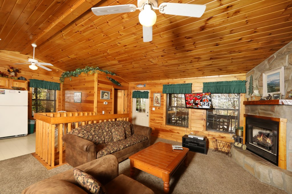 Photo of a Pigeon Forge Cabin named Four Seasons #193 - This is the third photo in the set.