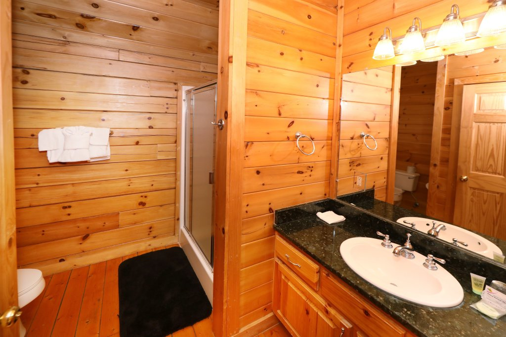Photo of a Pigeon Forge Cabin named Majestic Mountain Pool Lodge - This is the thirty-third photo in the set.