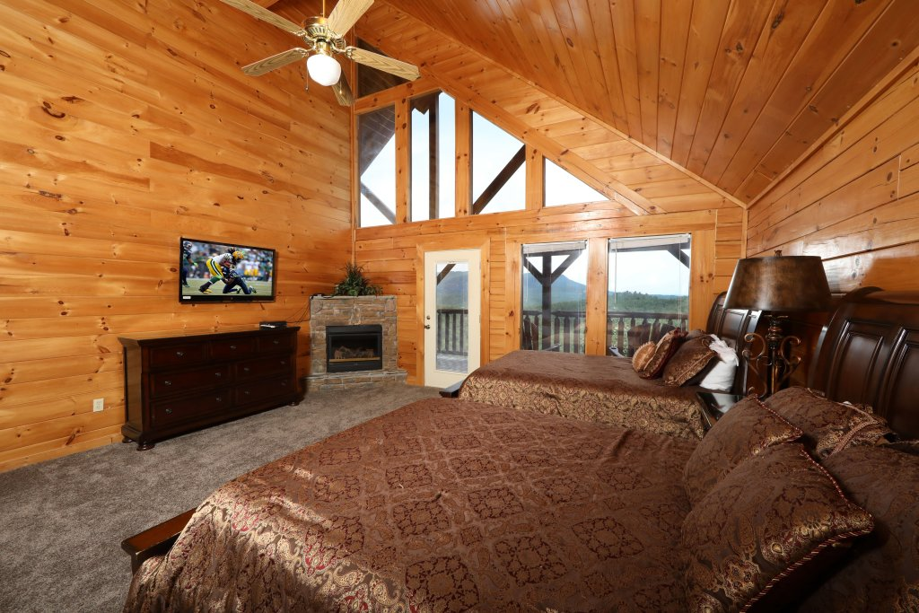 Photo of a Pigeon Forge Cabin named Majestic Mountain Pool Lodge - This is the forty-first photo in the set.