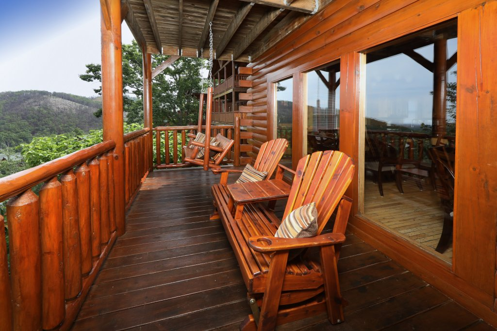 Photo of a Pigeon Forge Cabin named Majestic Mountain Pool Lodge - This is the sixteenth photo in the set.