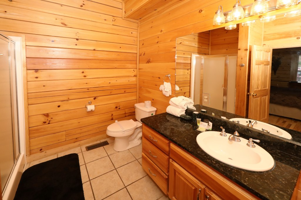 Photo of a Pigeon Forge Cabin named Majestic Mountain Pool Lodge - This is the twenty-seventh photo in the set.