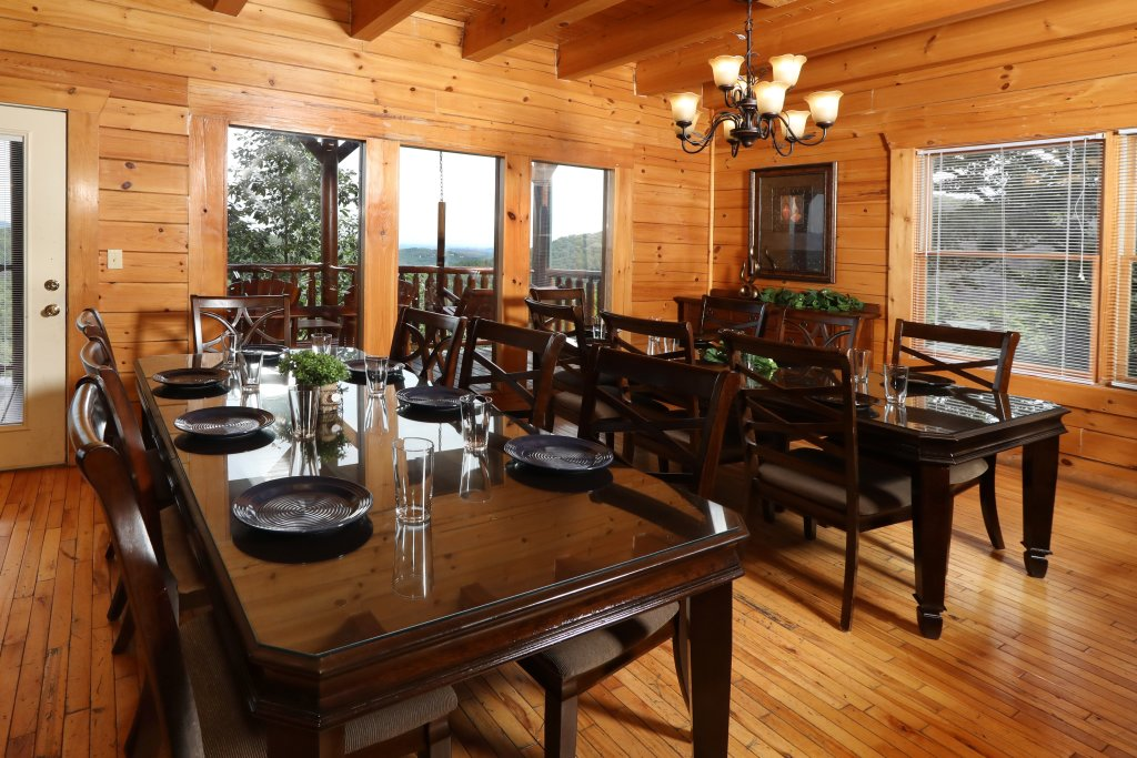 Photo of a Pigeon Forge Cabin named Majestic Mountain Pool Lodge - This is the forty-seventh photo in the set.