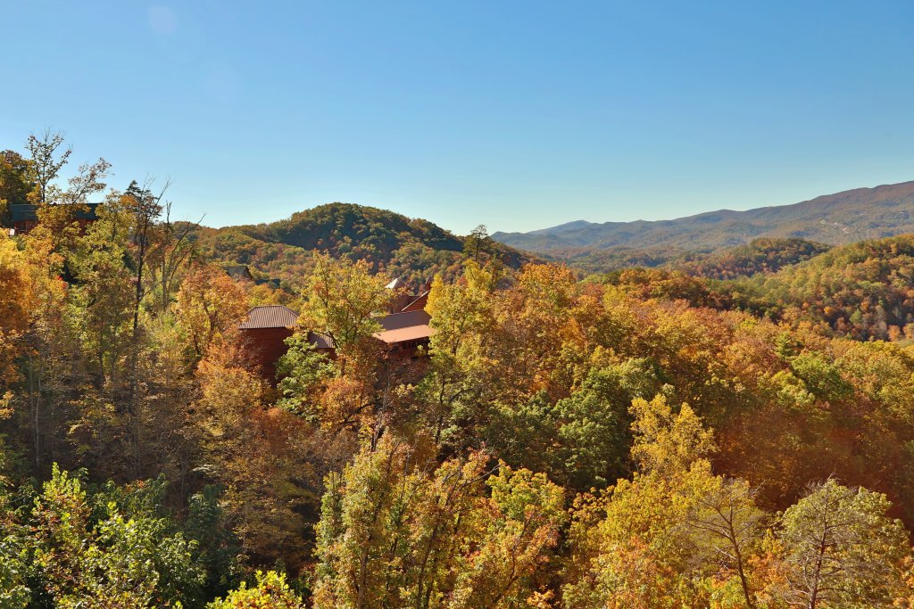 Photo of a Pigeon Forge Cabin named Majestic Mountain Pool Lodge - This is the fiftieth photo in the set.