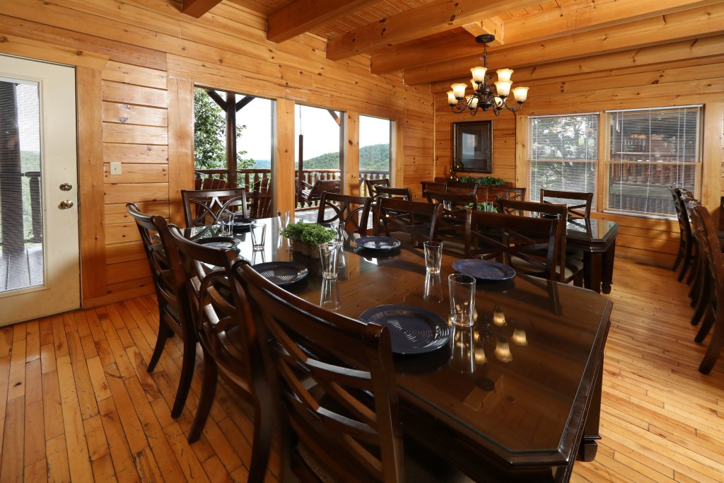 Photo of a Pigeon Forge Cabin named Majestic Mountain Pool Lodge - This is the forty-eighth photo in the set.
