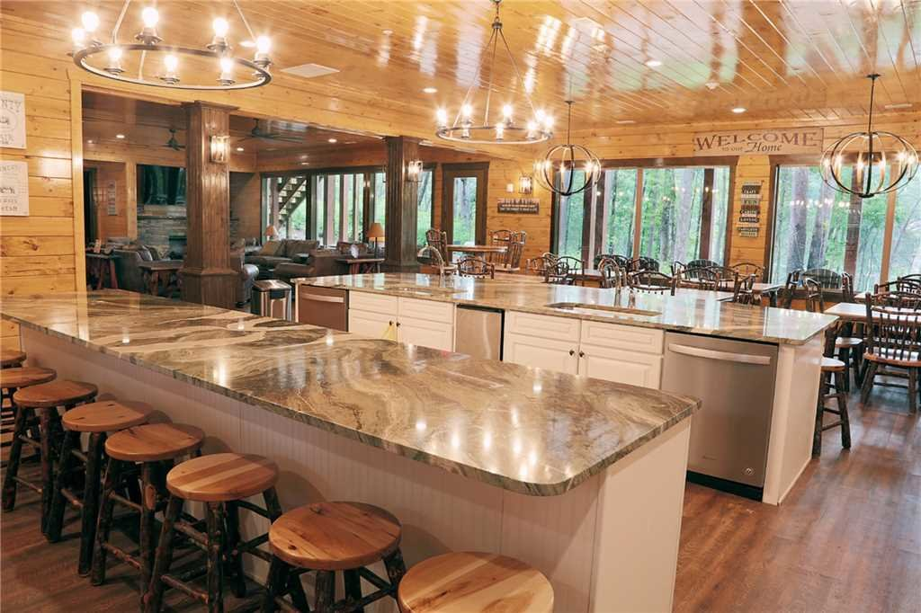 Photo of a Gatlinburg Cabin named The Big Oak Lodge - This is the third photo in the set.