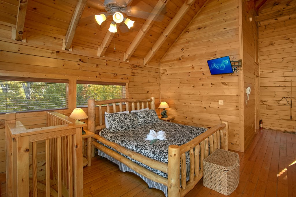 Photo of a Pigeon Forge Cabin named Evening View #133 - This is the fourteenth photo in the set.