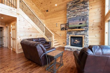3 Bears Chalet, 5 Bedrooms, Mountain View, Pool Access, Sleeps 14