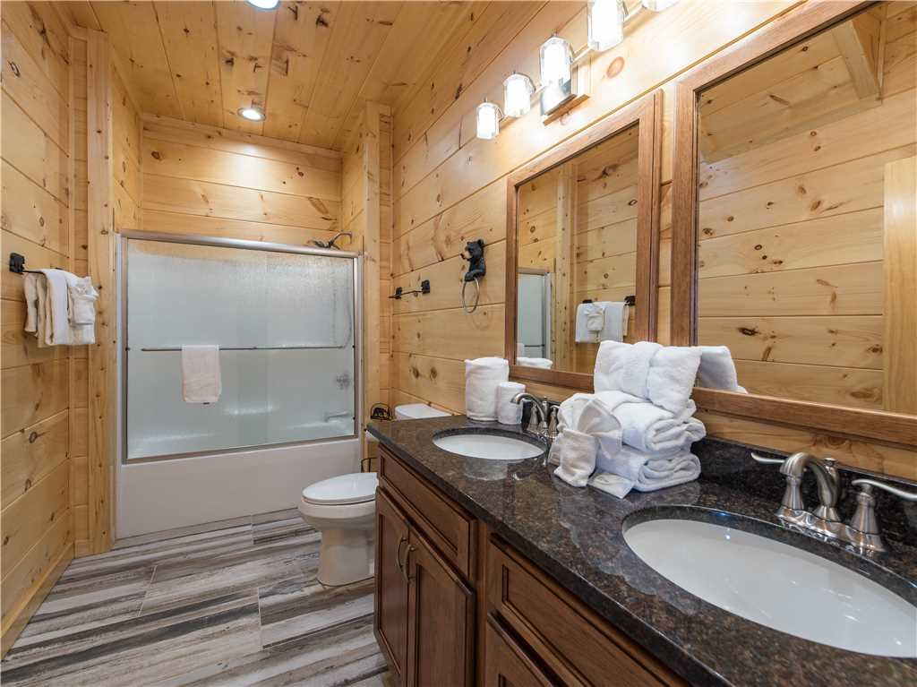 Photo of a Gatlinburg Cabin named 3 Bears Chalet - This is the sixteenth photo in the set.