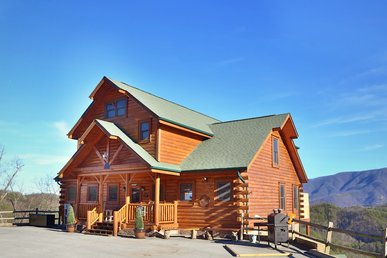 This Luxury Pigeon Forge 4 Bedroom Features Some Of The Best Views!
