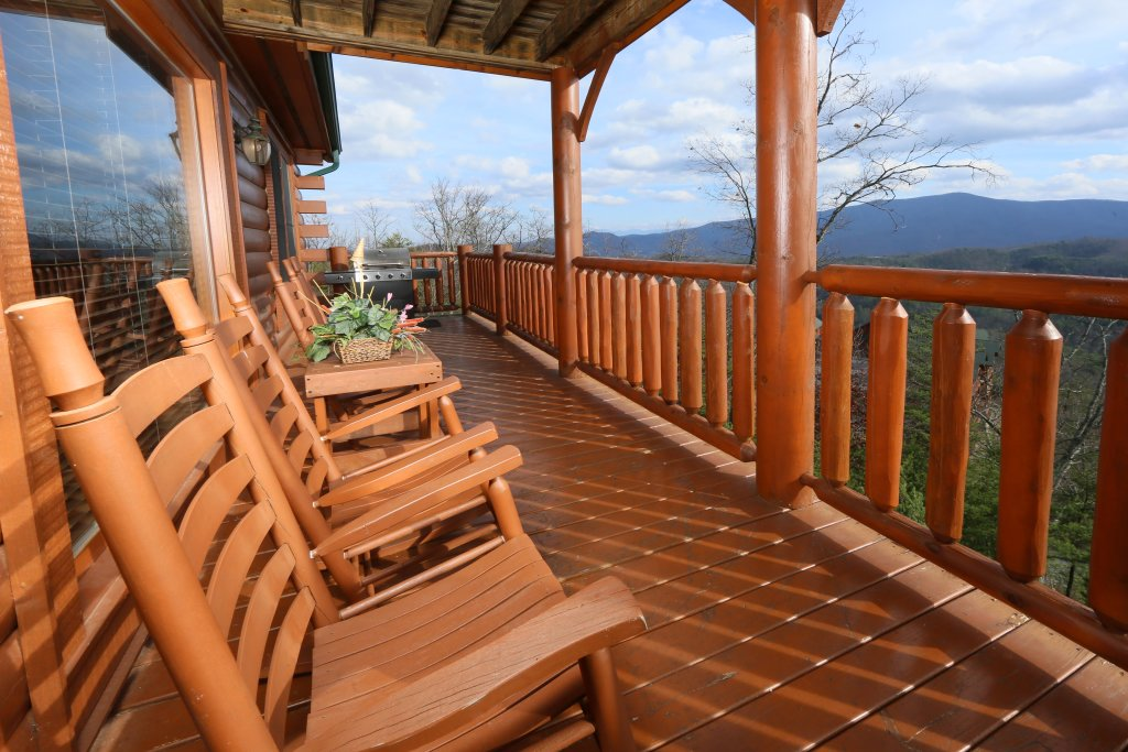 Photo of a Pigeon Forge Cabin named Wavyleaf Retreat - This is the fifth photo in the set.