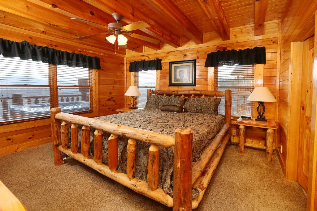 Photo of a Pigeon Forge Cabin named Wavyleaf Retreat - This is the fourteenth photo in the set.