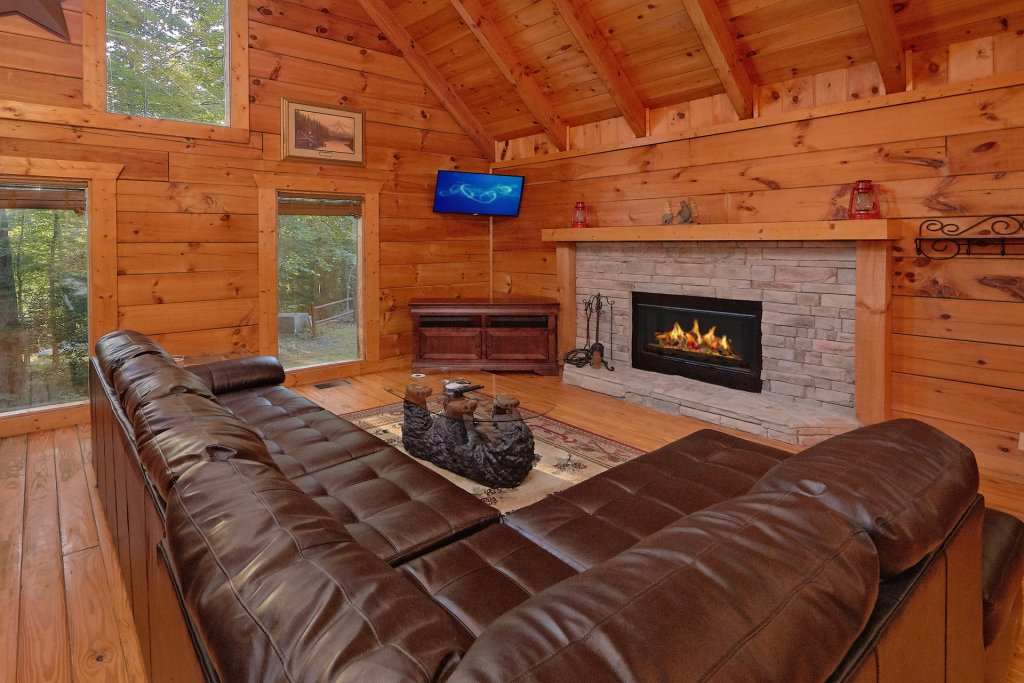 Photo of a Gatlinburg Cabin named Hickory Lodge - This is the fifteenth photo in the set.