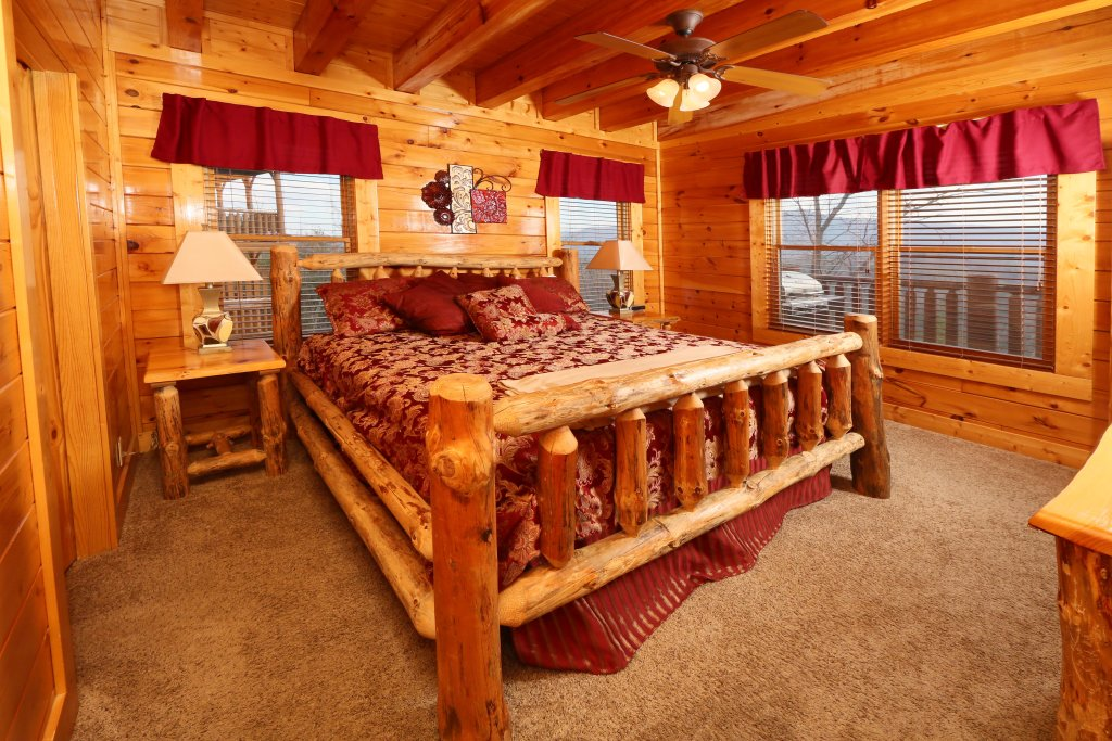 Photo of a Pigeon Forge Cabin named Wavyleaf Retreat - This is the twenty-first photo in the set.