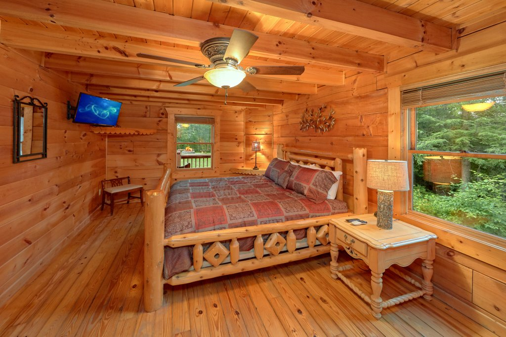 Photo of a Gatlinburg Cabin named Hickory Lodge - This is the twenty-fourth photo in the set.