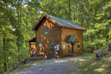 Romantic, Secluded Cabin Close To Pigeon Forge