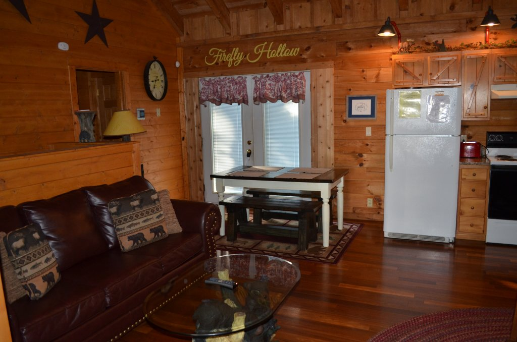 Photo of a Pigeon Forge Cabin named Firefly Hollow #165 - This is the second photo in the set.