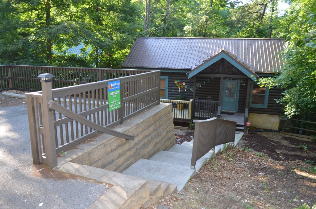 Photo of a Pigeon Forge Cabin named Firefly Hollow #165 - This is the third photo in the set.