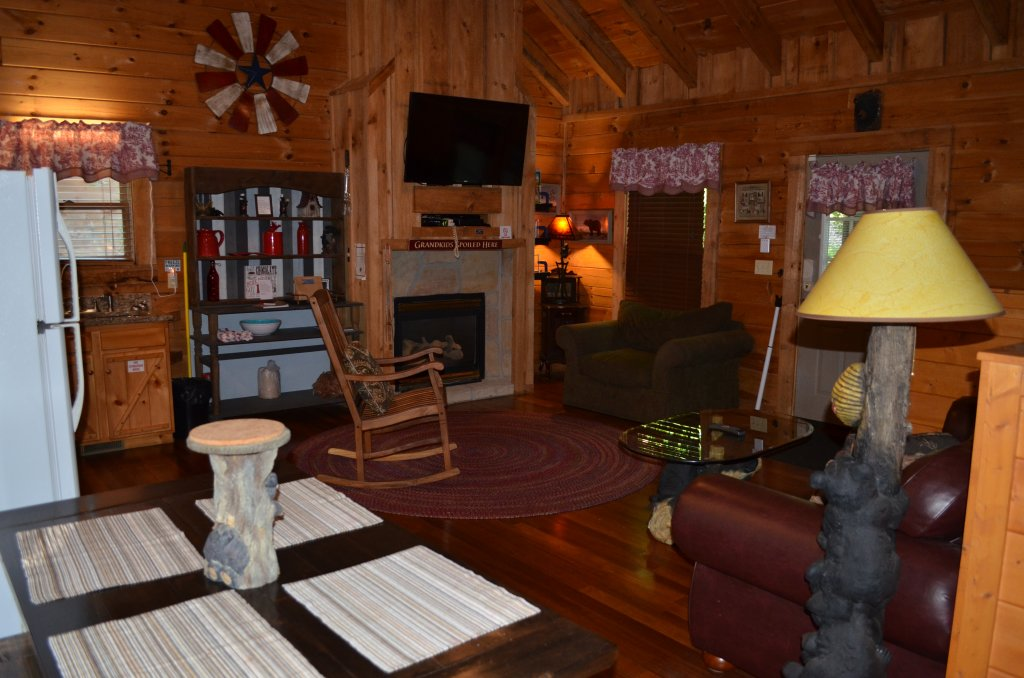 Photo of a Pigeon Forge Cabin named Firefly Hollow #165 - This is the eleventh photo in the set.
