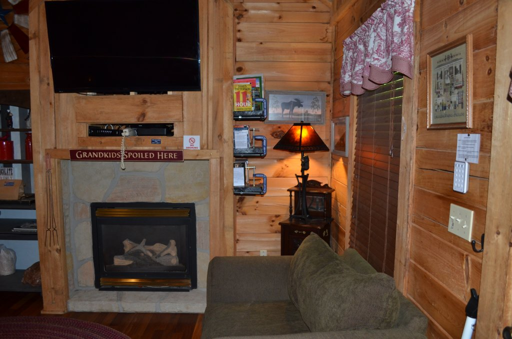 Photo of a Pigeon Forge Cabin named Firefly Hollow #165 - This is the ninth photo in the set.