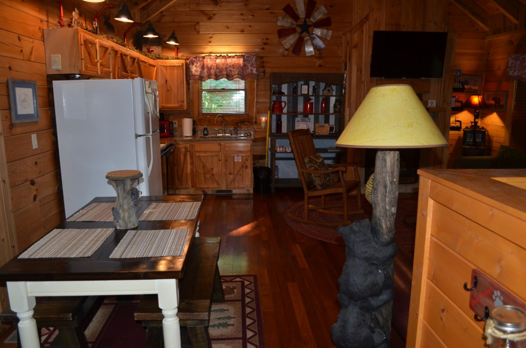 Photo of a Pigeon Forge Cabin named Firefly Hollow #165 - This is the fifteenth photo in the set.