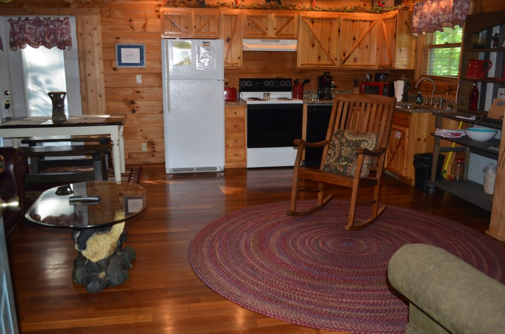Photo of a Pigeon Forge Cabin named Firefly Hollow #165 - This is the twenty-eighth photo in the set.