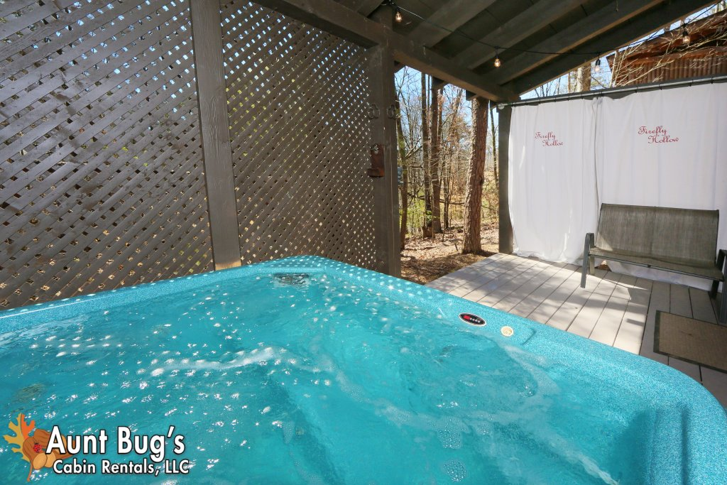 Photo of a Pigeon Forge Cabin named Firefly Hollow #165 - This is the forty-first photo in the set.