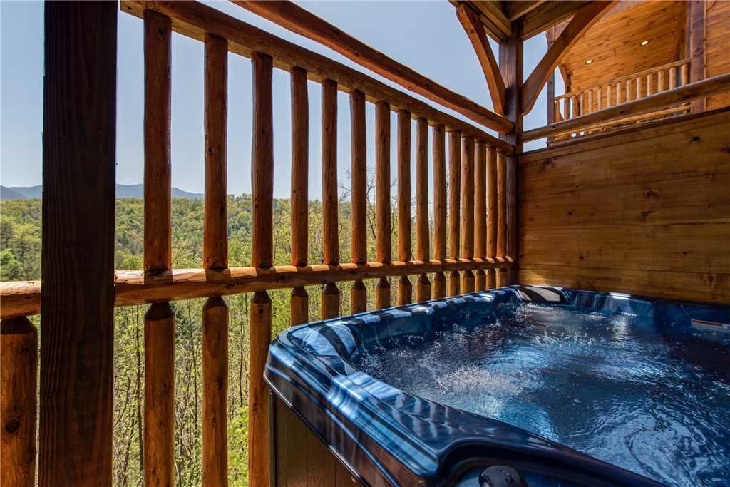 Photo of a Gatlinburg Cabin named Majestic Manor - This is the second photo in the set.