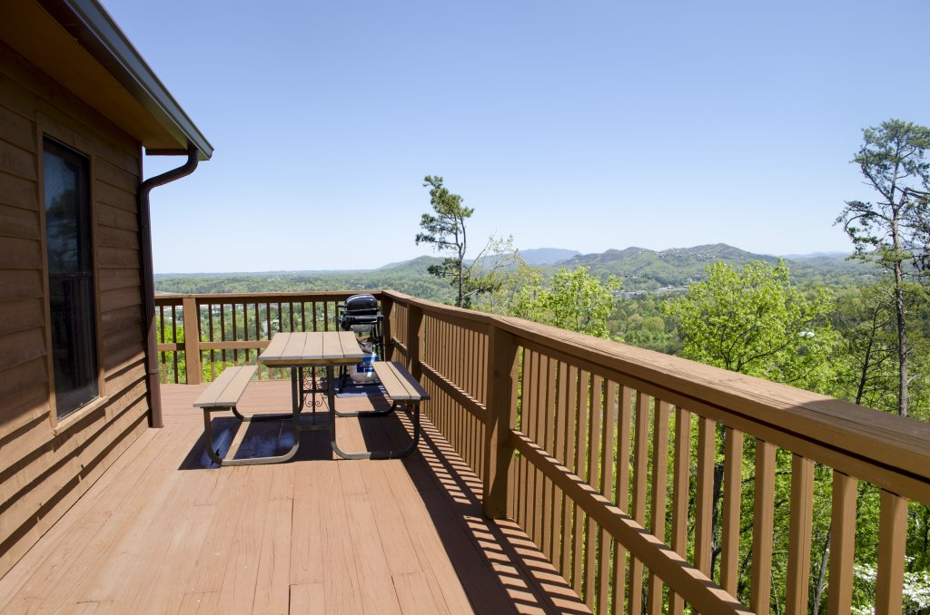 Photo of a Pigeon Forge Cabin named A Grand View From Above #225 - This is the thirty-eighth photo in the set.